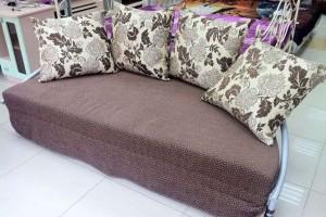 Сложенная диван-кровать