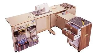 раскрытый швейный стол