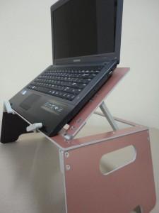 розовый столик для ноутбука
