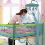кроватка для новорожденного и мамаша