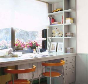стол письменный для двоих у окна