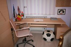 письменный стол для школьника заставка